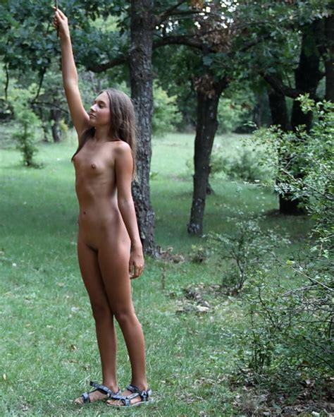 Teen nudist fruit jpg 829x1035